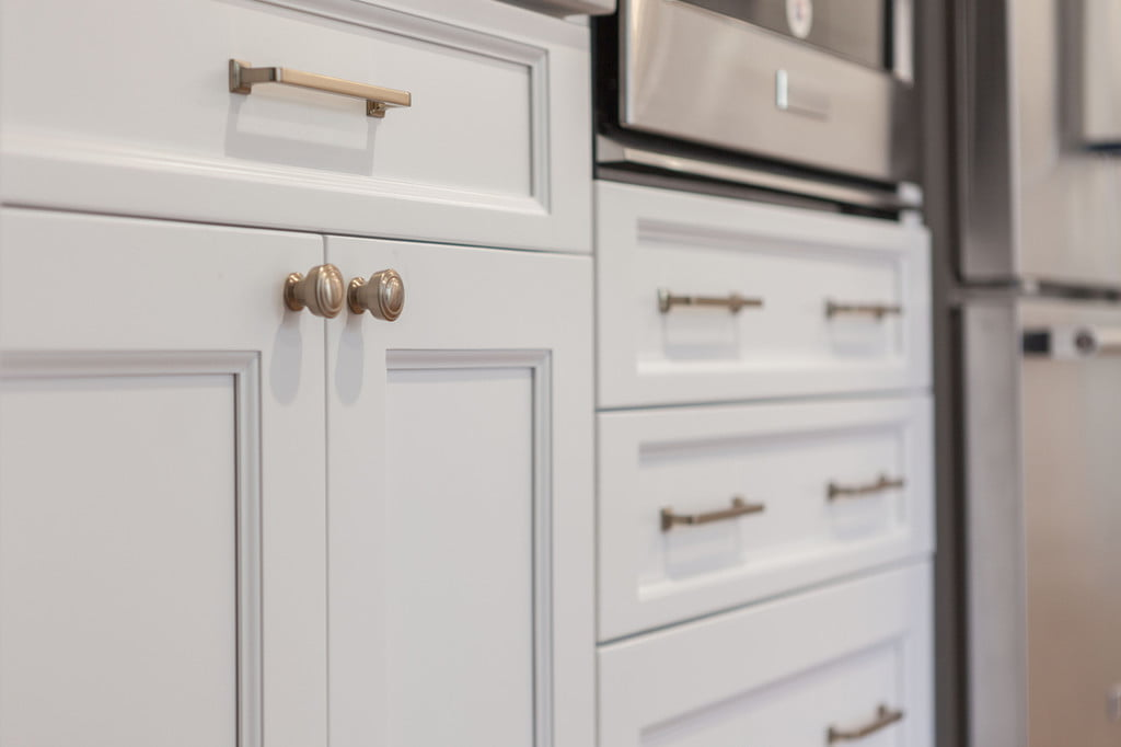 Picture of: The Best Kitchen Cabinet Knobs For Any Style 21oak