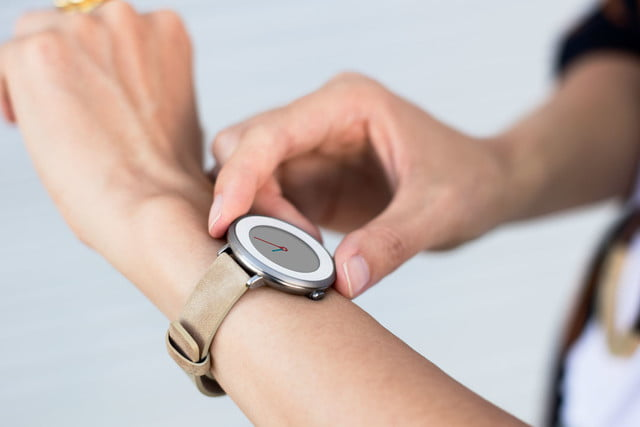 pebble time round smartwatch unveiled 12138516 1138967832799780 6195574364585674721 o