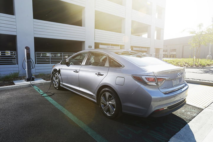 here hubject charge 2016 hyundai sonata plug in hybrid charging station wide detroit auto show