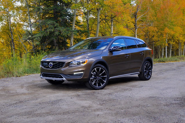 2017 volvo v60 cross country first drive front angle 3