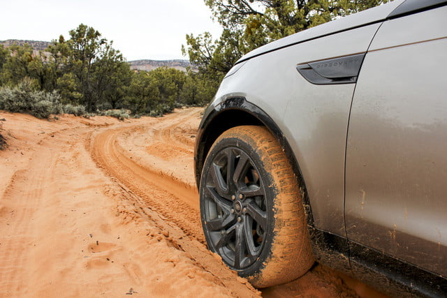2017 land rover discovery first drive landrover review 000125