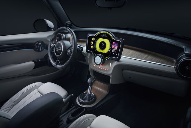 harman anfuture in autonomous driving and car connectivity at ces 2018  samsung reveal future 1