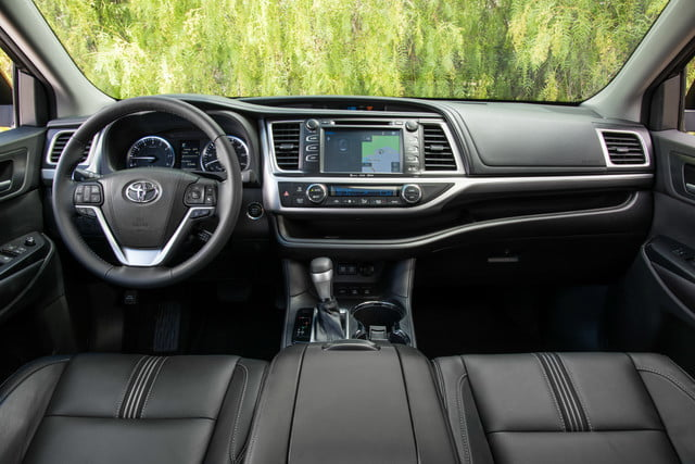 2018 Toyota Highlander SE Amazon Alexa