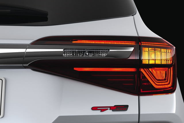 2020 kia seltos is small on size and price but big tech official 7
