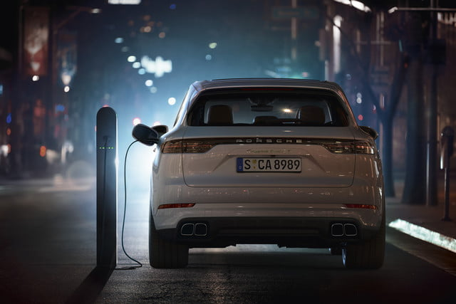 2020 porsche cayenne turbo s e hybrid delivers 670 hp electrified punch tseh 7