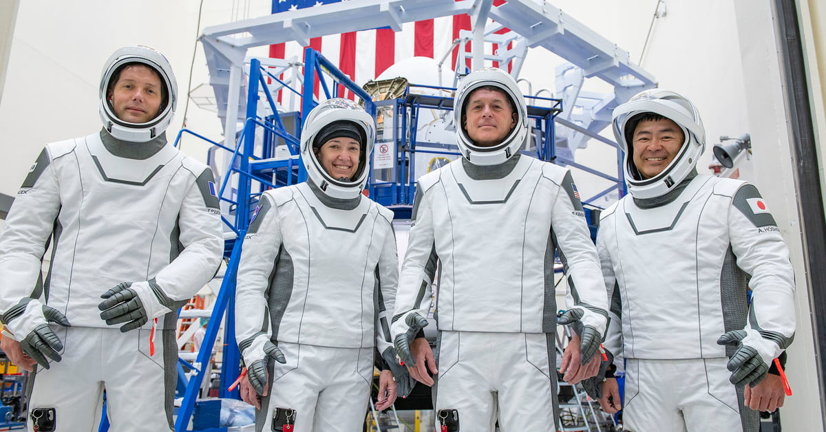 How to watch SpaceX launch astronauts to the ISS early Friday - Digital Trends