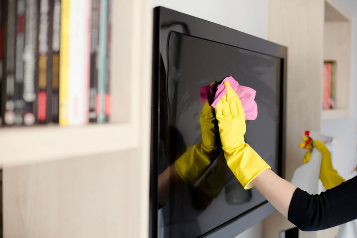 Cleaning a TV screen