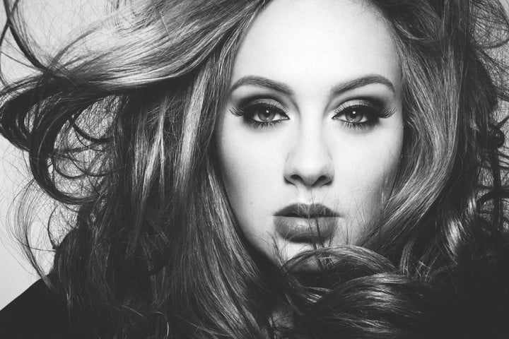 adele 25 sold 2 3 million albums in days
