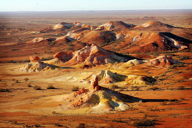 coober pedys residents live in underground dugouts anna creek painted hills 001