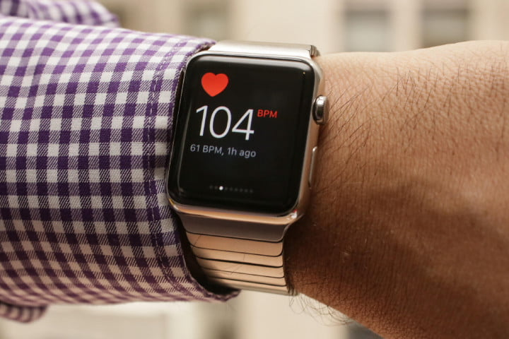 apple watch saves man heart attack beat 01