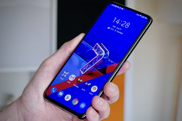asus zenfone 7 pro review front hand