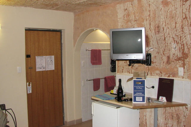 coober pedys residents live in underground dugouts desert cave motel 003