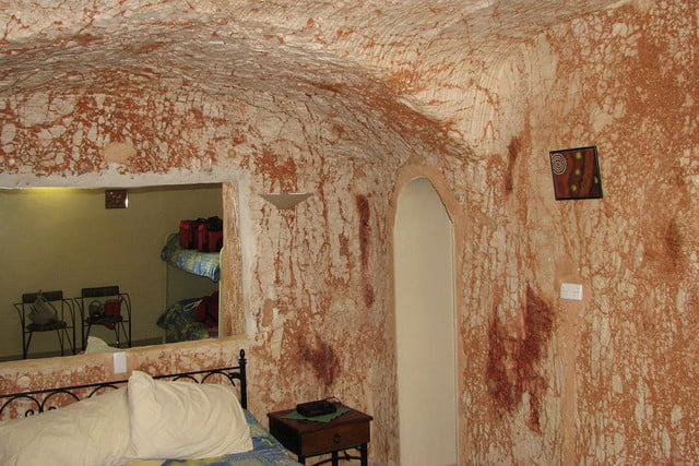 coober pedys residents live in underground dugouts desert cave motel 005
