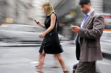 Android Heads Up feature aims to prevent distracted walking