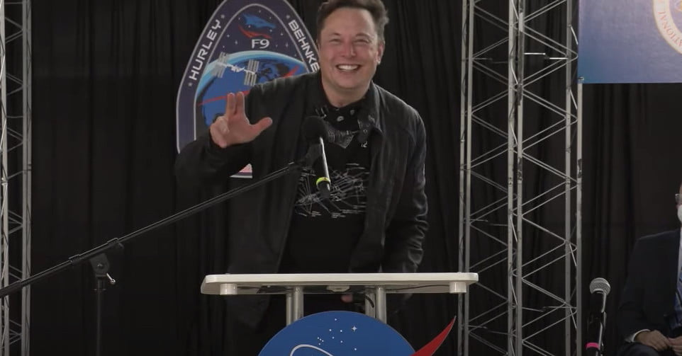 Watch Elon Musk's amazing response to Crew Dragon astronauts' return