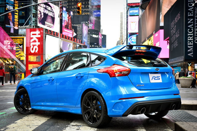 ford focus rs pricing performance specs news focusrs nytimjesquare 02 hr