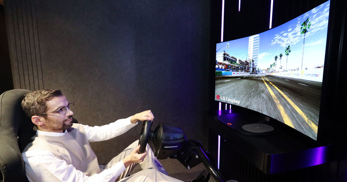 LG's bendable 48-inch OLED TV is a literal game-changer