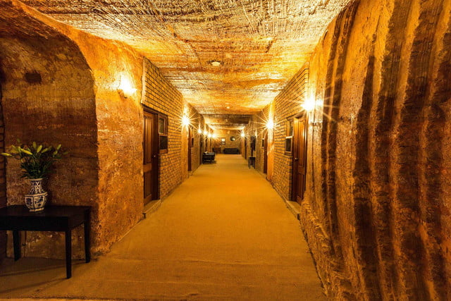 coober pedys residents live in underground dugouts lookout cave motel 001