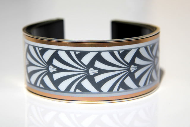 e ink wearable eyecatcher launches kickstarter campaign looksee stripes