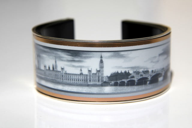 e ink wearable eyecatcher launches kickstarter campaign looksee towers