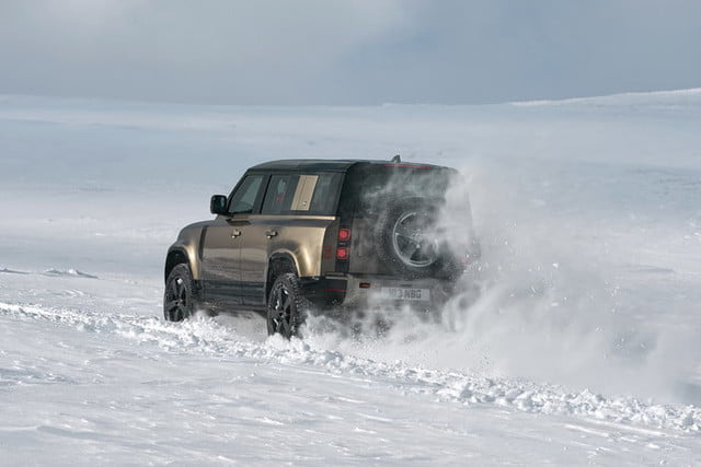 2020 land rover defender boasts rugged style usable tech lr def 20my 110 dynamic 100919 10