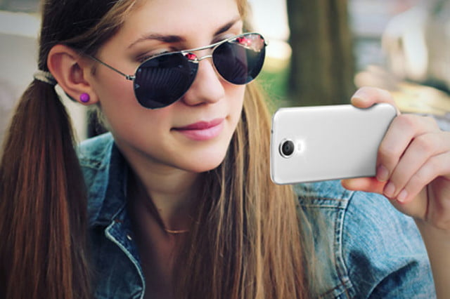 polaroid leaves its comfort zone with the snap and power android smartphones 001