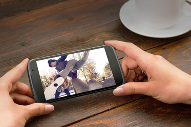 polaroid leaves its comfort zone with the snap and power android smartphones 004