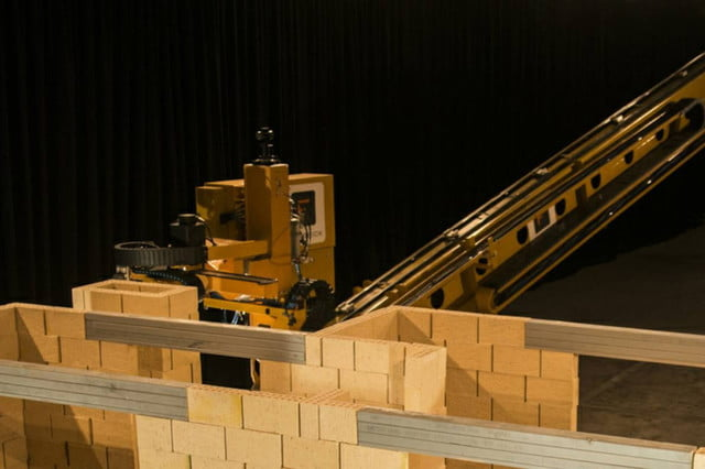 fastbrick robotics bricklayer robot hadrian x watch a giant bricklaying build house in this time lapse video