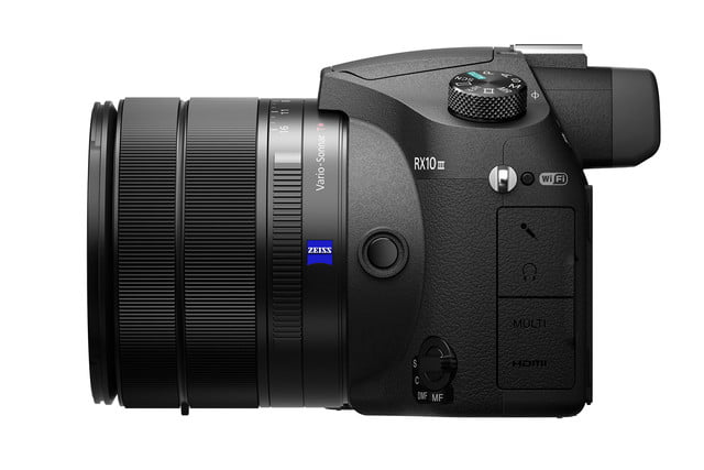 sony rx10 iii hands on right side close