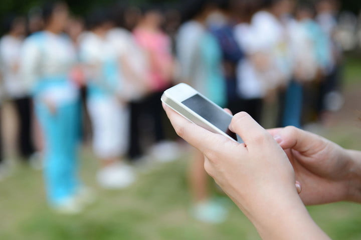 text message saves lives smartphone crowd
