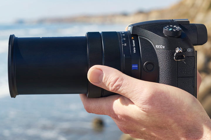 Sony's new enthusiast bridge camera, the RX10 III, has something that we wanted in its predecessors: a quality, high-zoom lens that delivers great performance.