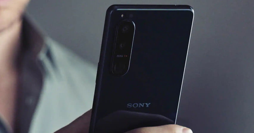 The Sony Xperia 1 III has a 4K display and a variable telephoto camera
