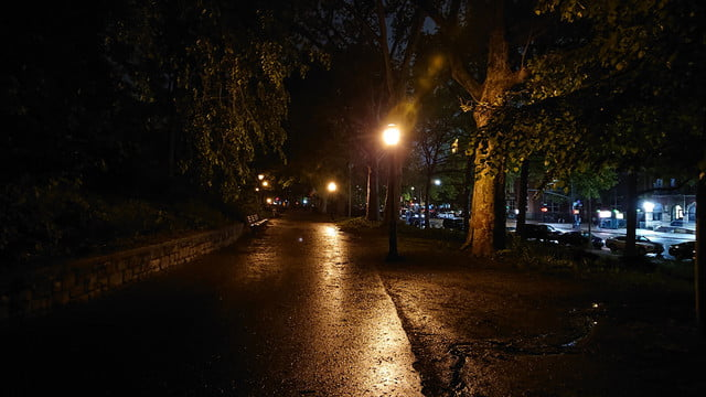 sony xperia xz2 review camera sample low light park