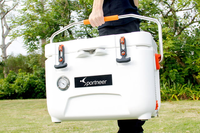 sportneer portable 5 day cooler with a temperature gauge 02