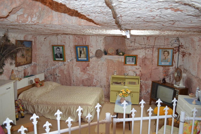 coober pedys residents live in underground dugouts umoona opal mine and museum 003