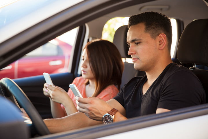 uk drive safe mode phones young adults texting on their smartphones and driving