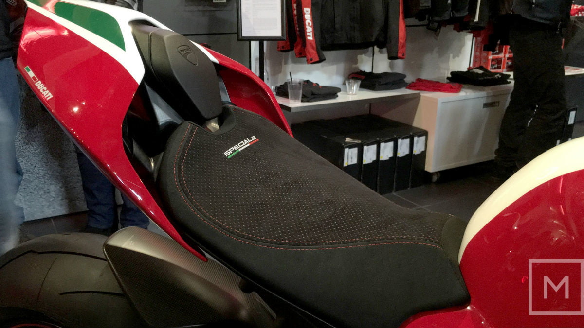 2018-Ducati-Panigale-V4-Speciale-seat1