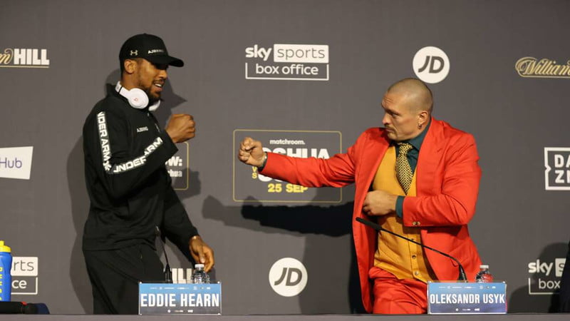 Anthony Joshua and Oleksandr Usyk presser with two opponents meeting face to face.