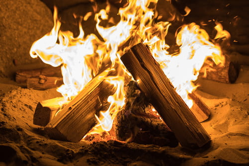 How To Build A Fire Tips For Fireplaces Campfires And Dealing With Rain The Manual