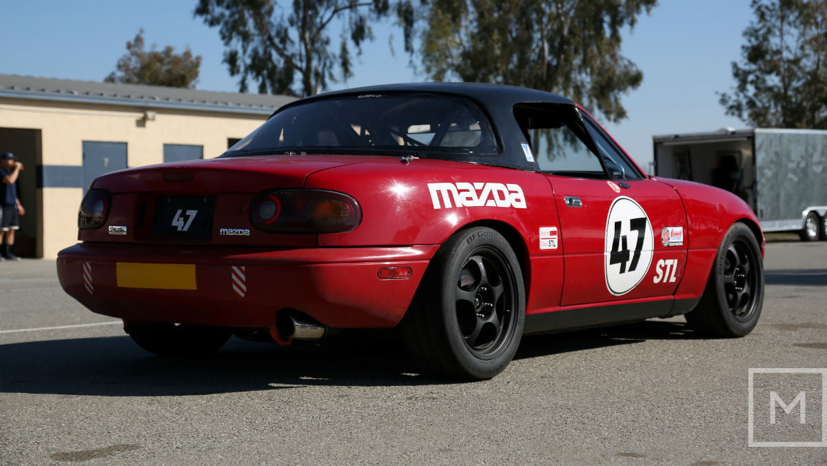 what to expect from your first road racing experience mazda miata race rear