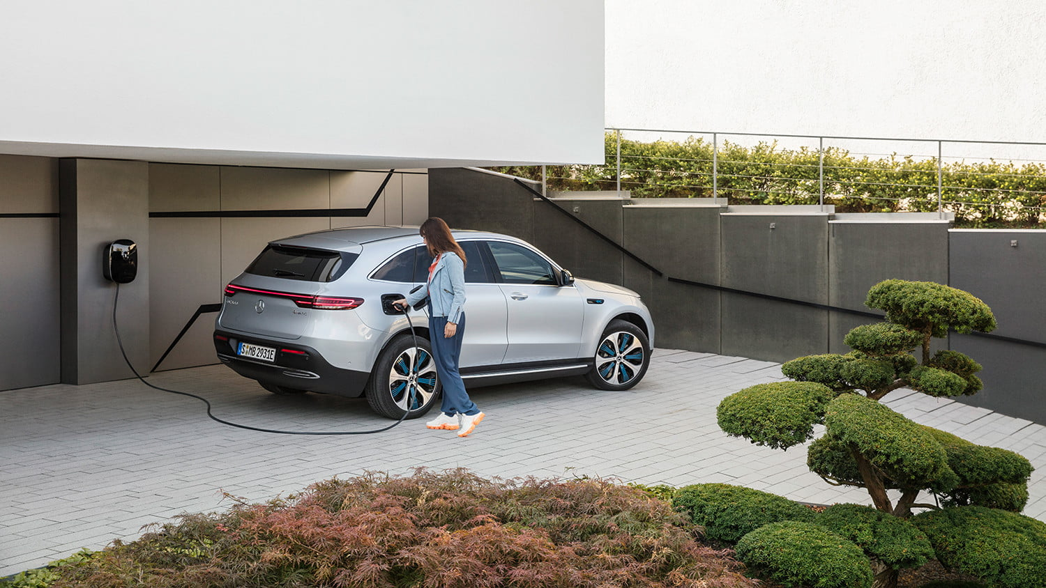 mercedes benz eqc all electric crossover announcement 2